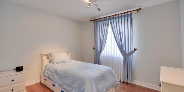32_3rdbedroom1