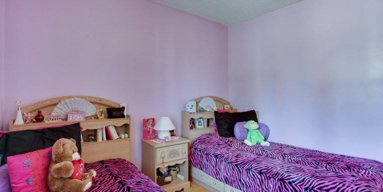 12_1rstbedroom2