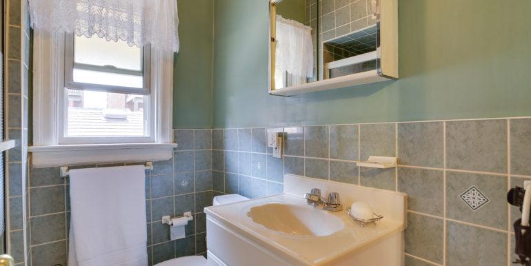 16_1stbathroom11