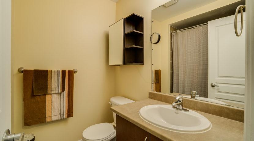 28_1stbathroom11