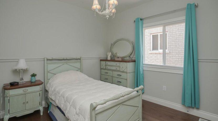 23_secondbedroom