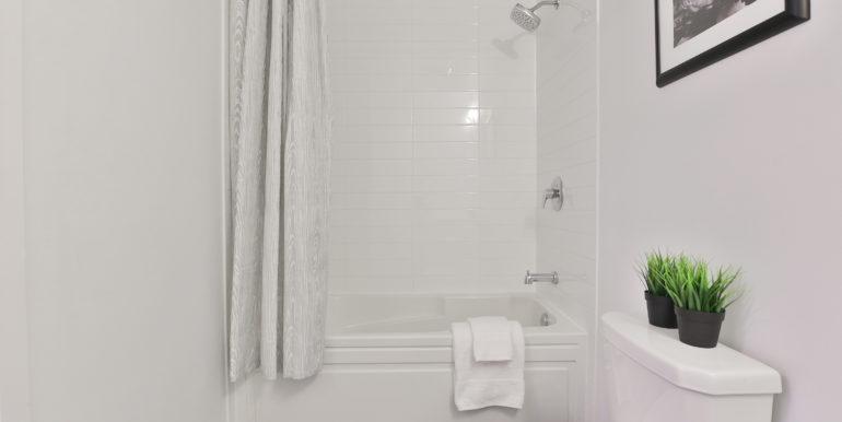 21_Bathroom